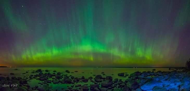 最强太阳风暴下的极光:太阳与地球的火花