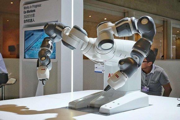 ABB公司研发的协作机器人Yumi