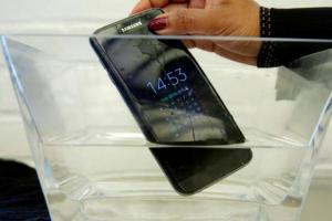 三星手机真的能防水?然并卵