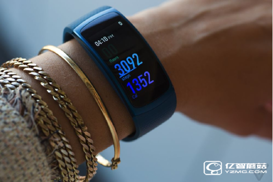 三星Gear Fit 2手环深度评测:1200元人民币的价格 堪称智能手环之巅