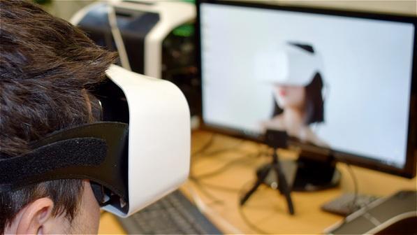 VR头显的未来是眼球追踪 玩游戏超酷还不晕