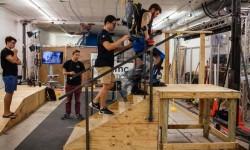 穿上这个外骨骼机器 残疾人也能重新拥有双腿