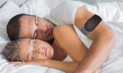 Anti Snore能帮我们停下打鼾   这个可穿戴设备可以试一下