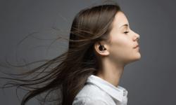 Olive智能助听器   改善弱听患者听觉戴着就像耳机