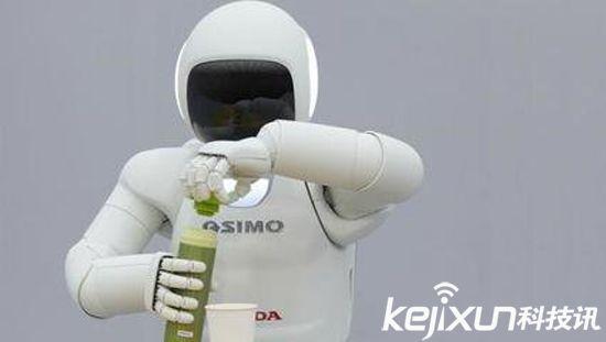 科学家研制柔性机器人手 可感知物体形状纹理