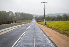 法国建成世界首条太阳能公路 为路灯提供电源