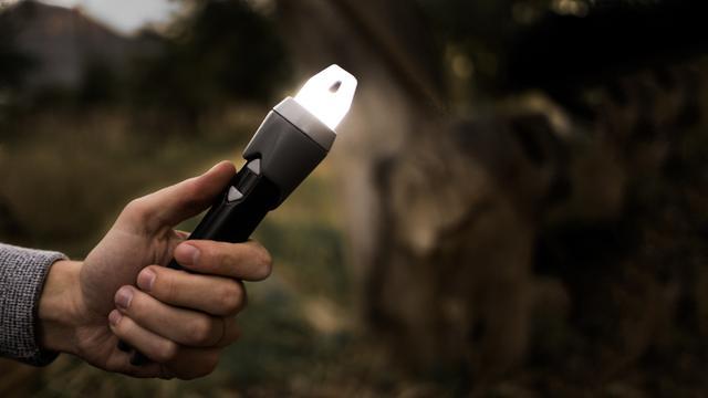 野外露营手电筒+吊灯+打火机 这个棒子统统搞定
