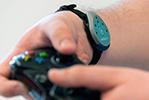 VR搭配电击器? VR点击手环缓解玩家眩晕感