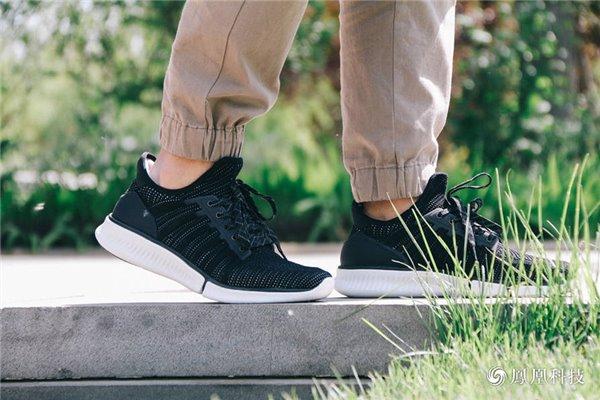 小米旗下米家推出一款智能运动鞋