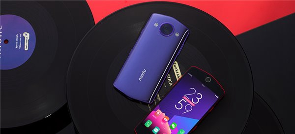 """美图M8手机正式发布:""""美颜拍照黑科技"""""""