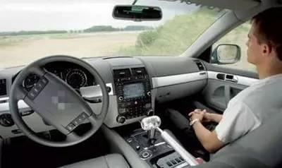 巨头争相布局自动驾驶 技术与立法短板待补