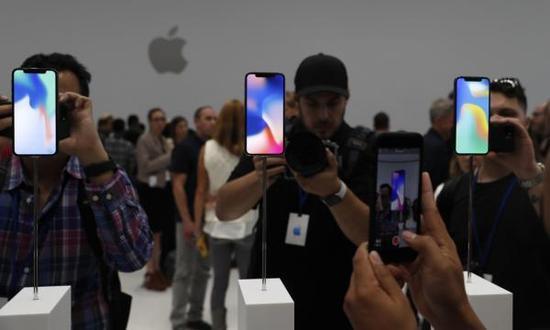 黄牛:<a href=/mobile/iphone/ target=_blank class=infotextkey>iPhone</a> X订金6000元总价炒至2万