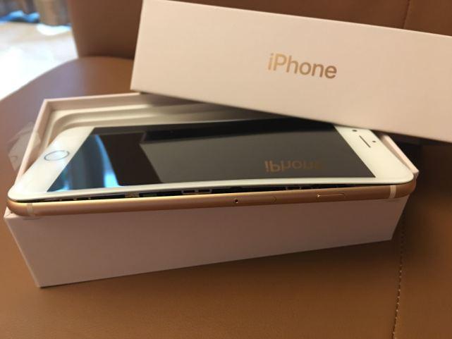 iPhone 8十连裂 美国再现两例面板开裂