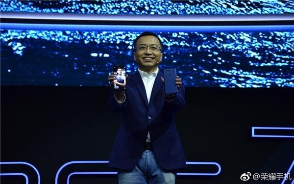 华为荣耀7X正式发布 1299元全面屏神机!