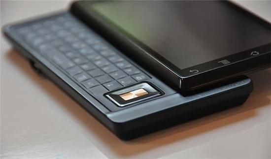 回味经典!摩托罗拉CES上推出侧滑键盘模块