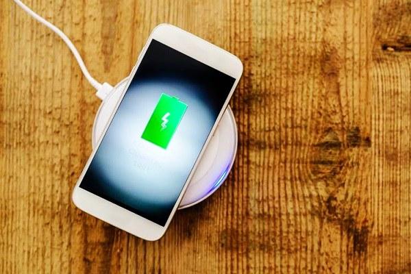 智能手机充电正确使用方法 90%的人姿势不对