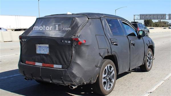 更阳刚!丰田发布新一代RAV4预告图:2019年国产上市