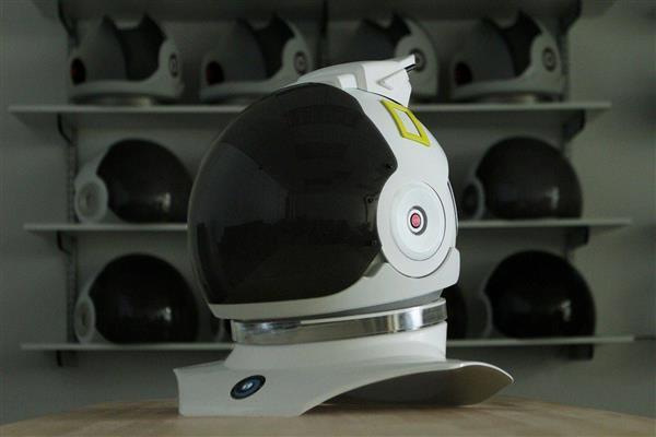 戴上这个宇航员VR头盔 感受第一视角的地球美景