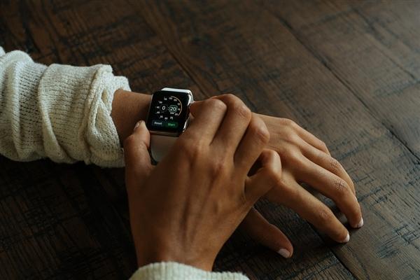 苹果新Apple Watch曝光:体积不变 屏幕变大