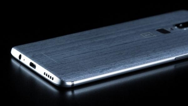 骁龙845+8G!疑似一加6真机亮屏照曝光:屏占比超高