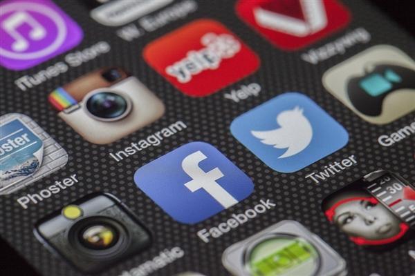 苹果联合创始人宣布退出Facebook:小扎闹心