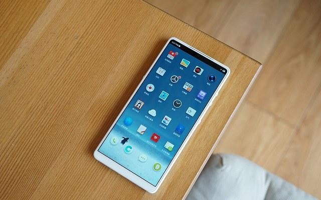 坚果R1白色版开箱图赏  最好看的白色手机