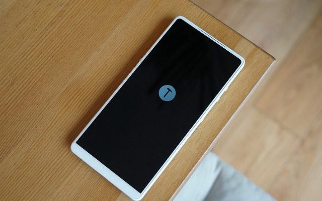 最美白色手机 坚果R1白色开箱图赏