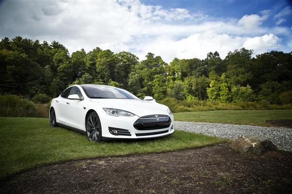 特斯拉两款新版本Model 3曝光:驾感惊人