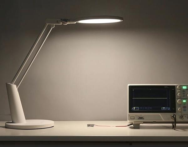 小米众筹Yeelight智能护眼台灯在京东首发 499元。