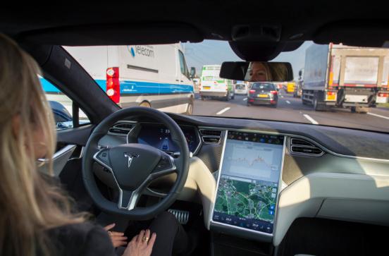 MIT开发新算法让自动驾驶汽车像真人司机一样变道