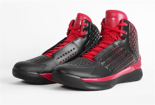 小米有品首款易步经典一代篮球鞋上架 售价299元