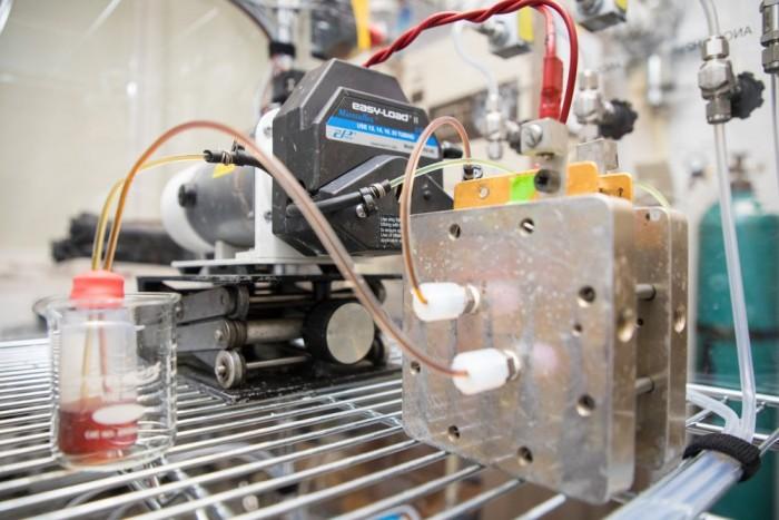 """哈佛新型有机液流电池采用了长寿命的""""圣经""""分子"""