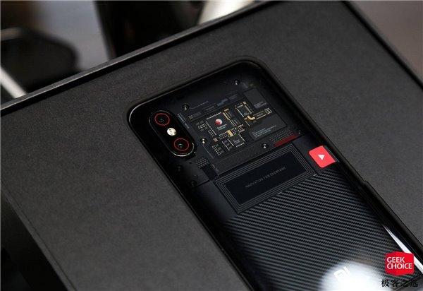 小米8透明探索版上手:最酷的小米手机