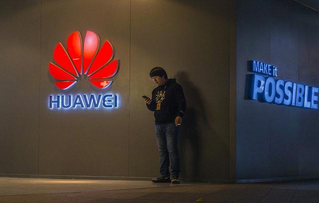 华为首次超越苹果 成全球第二大智能手机厂商