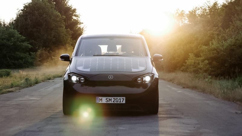 德国新创车厂Sono Motors研发太阳能汽车 边开边充电