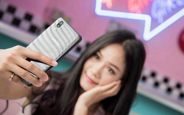 2018年6款高颜值手机推荐 好看又好用的手机推荐
