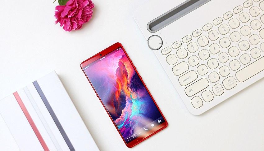 坚果Pro2s精美图赏 高颜值中端手机,比小米8SE便宜1元