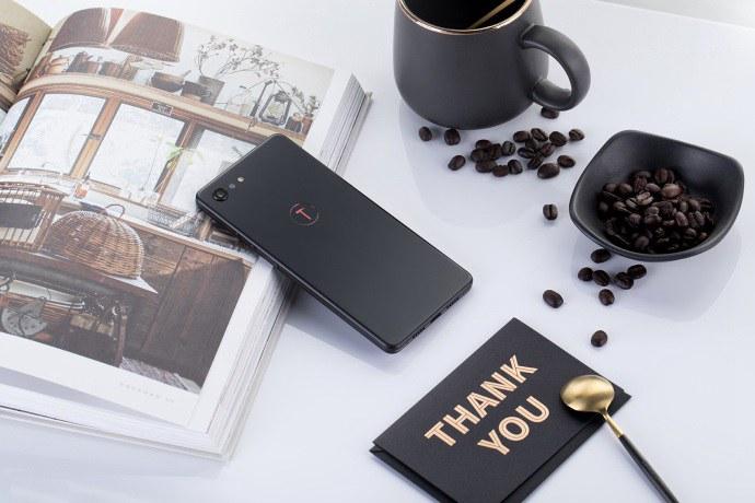 坚果Pro2s精美图赏 高颜值中端手机(10/10)