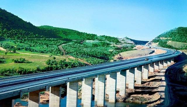 为什么中国高速公路一直收费,美国高速却大规模免费?