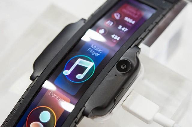 努比亚Alpha手表手机亮相:柔性屏幕 设计前卫