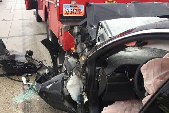 无人驾驶状态下撞上消防车 车主起诉特斯拉索赔