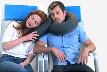 新型旅行枕Candy Cane:风一吹就成形的空气旅行枕