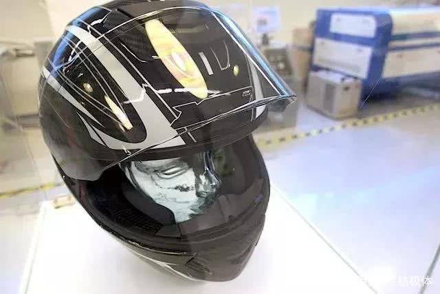 Jarvish推出Jarvish X AR摩托车智能头盔 360度全景视野展示