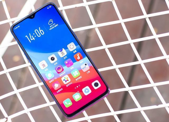千元手机OPPO K1拍照让人惊喜 3D渐变工艺+屏幕指纹成功吸粉