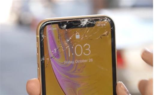 苹果iPhone XR手机跌落测试:比起XS来果然差远了