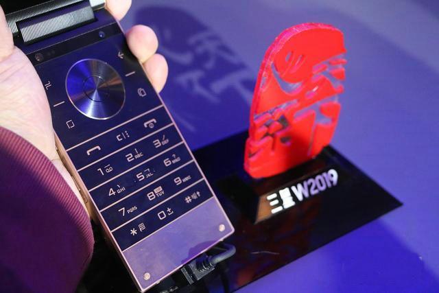 1万多的苹果手机太贵?三星W2019比最贵的iPhone还贵6000元