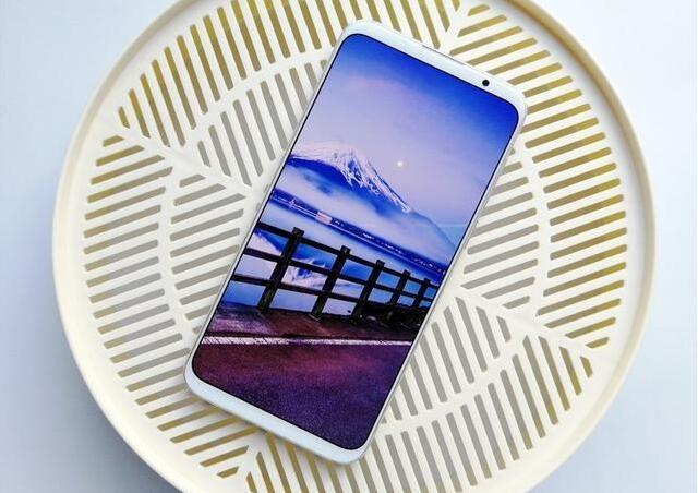 2018年4款最美全屏手机推荐:即不是海屏也不是水滴屏