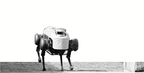 新一代绝影四足机器人发布 具备跑步及上下台阶能力