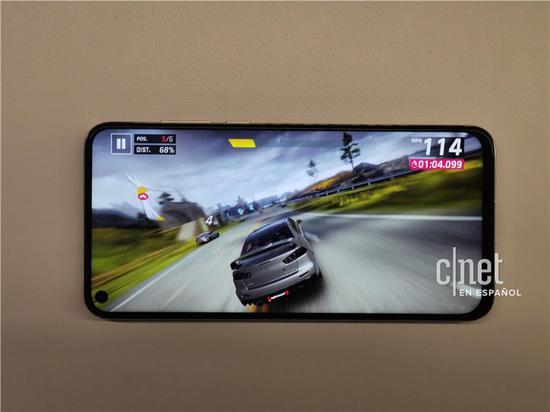 华为nova 4真机上手体验:屏幕打孔设计 屏占比高达91.8%