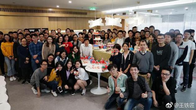 快播创始人王欣晒新团队合照:未来一年将陆续推出新产品
